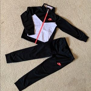 NIKE JUMP SUIT SIZE 6 KIDS GIRL
